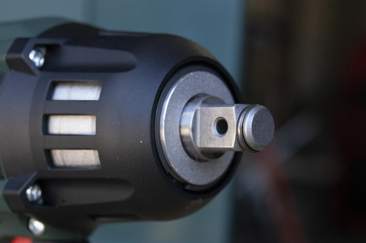 Akumulatorowe klucze udarowe - jaki wybrać?