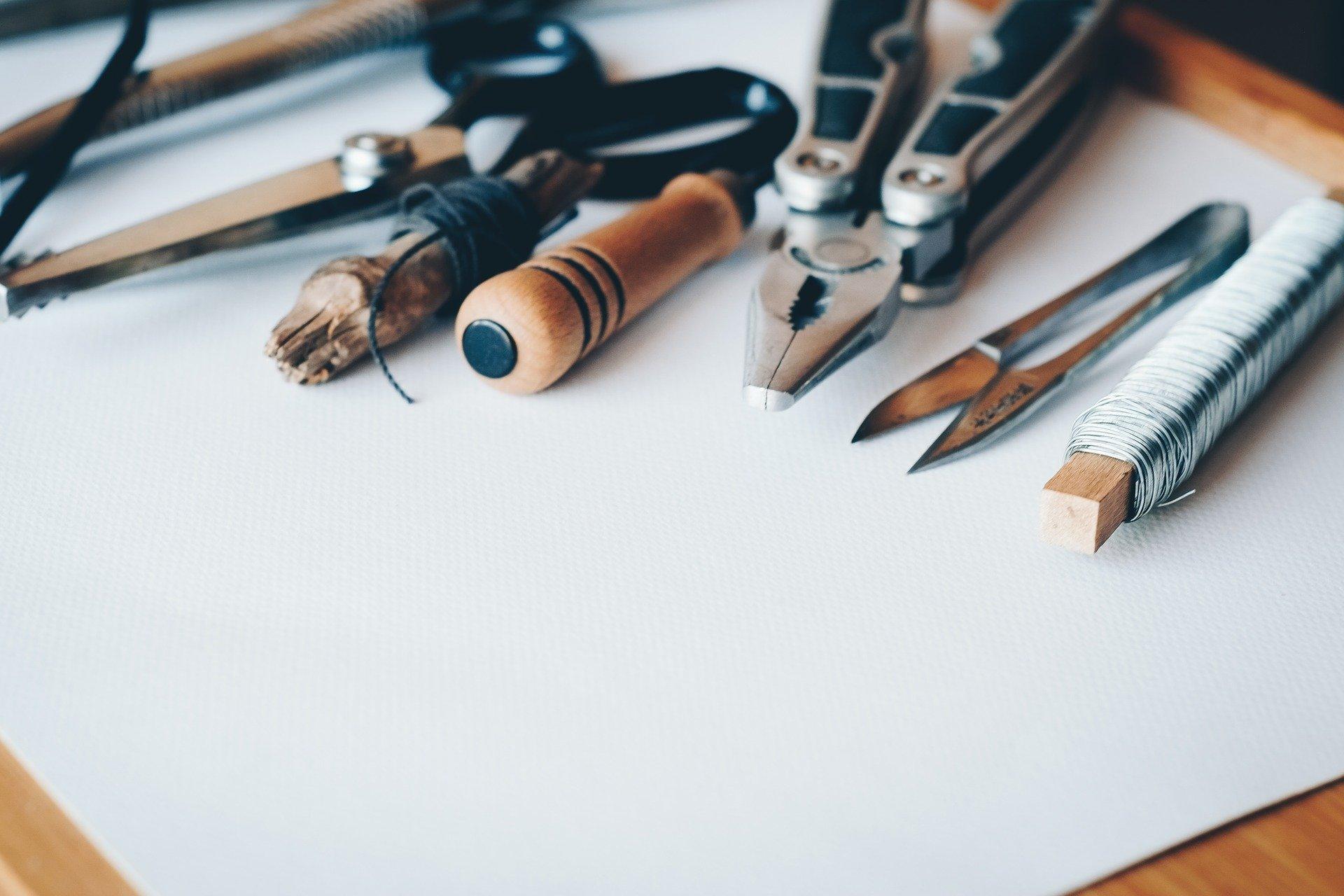Jak odmienić salon wykorzystując pomysły miłośników DIY?