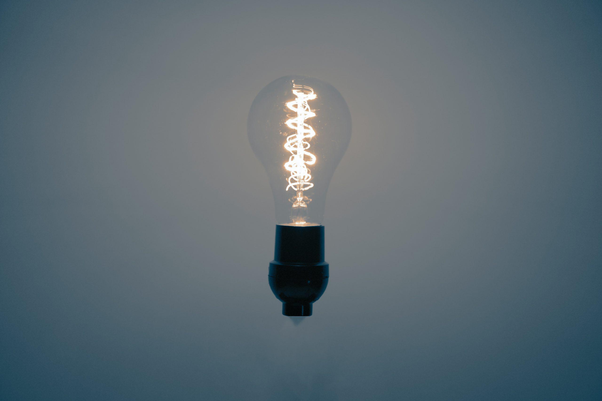 Z czego wynikają różnice w cenie za prąd u różnych sprzedawcy?
