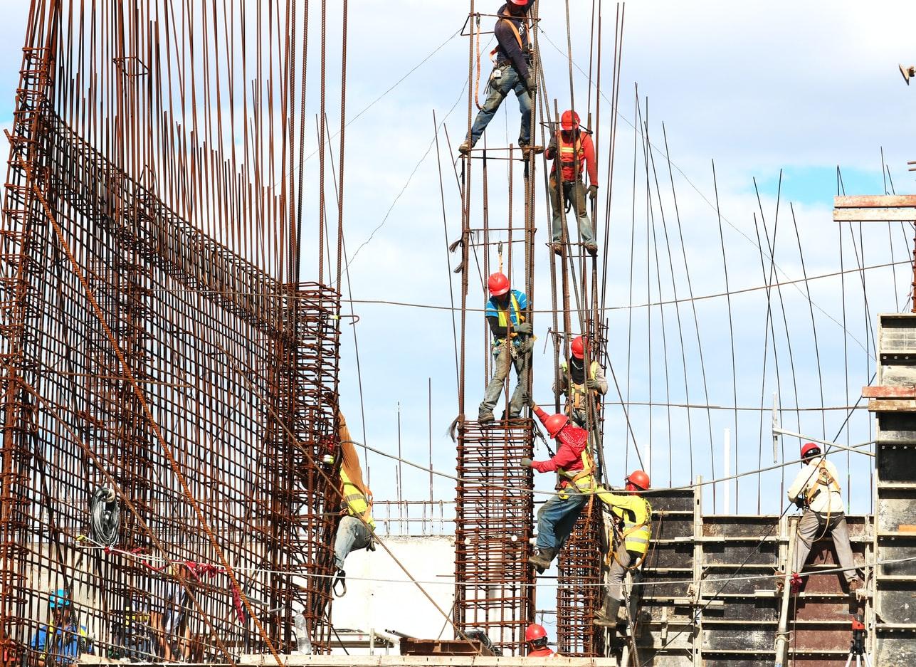 Poznaj prace budowlane, gdzie pomoc fachowców i sprzętu jest niezbędna