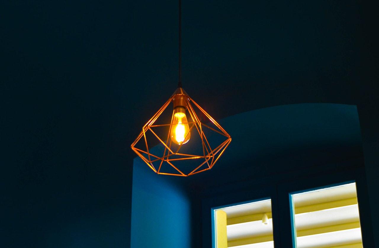 Lampy sufitowe - czym kierować się przy wyborze?