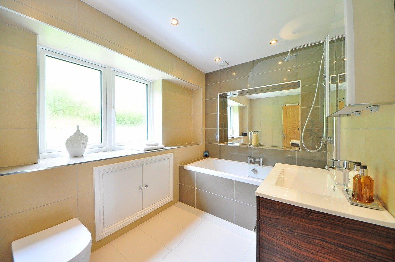 Wyposażenie łazienki z Sanswiss – dlaczego warto postawić na prysznic?