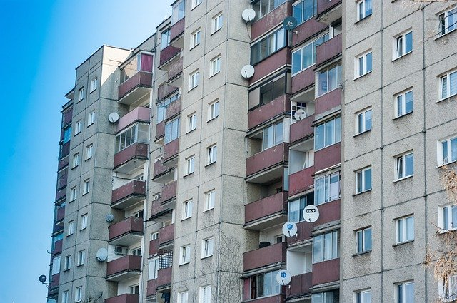 Mieszkanie czy dom – co bardziej opłaca się kupić w Słupsku?